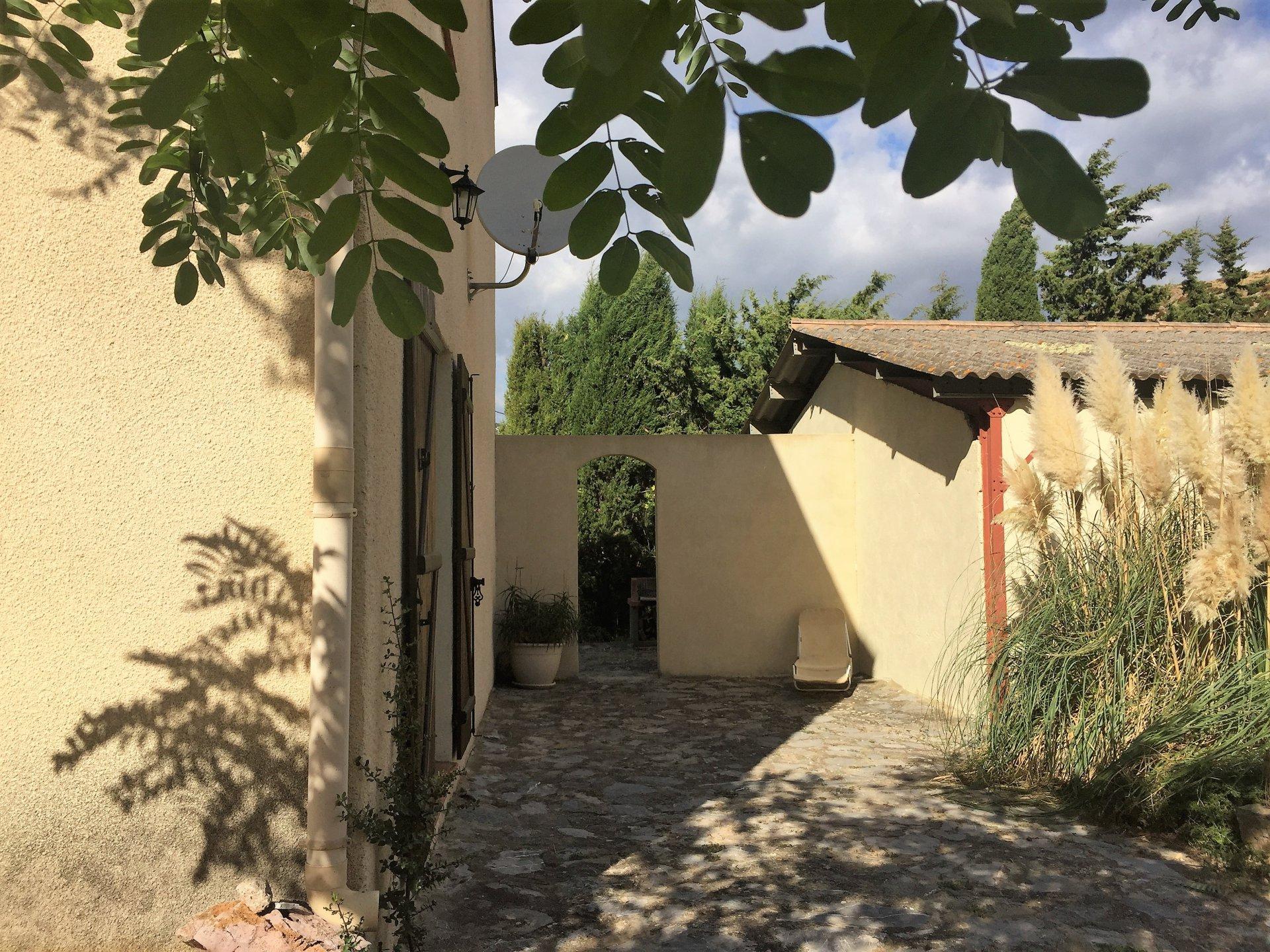 Sale House - Feuilla