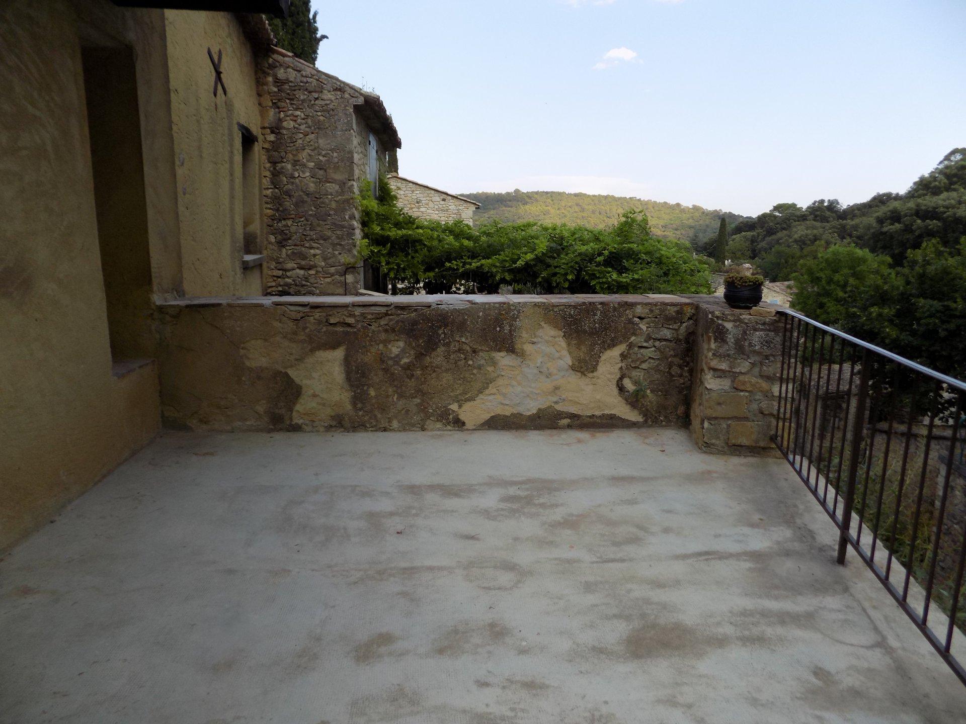 Maison de village T3 avec terrasse et cour