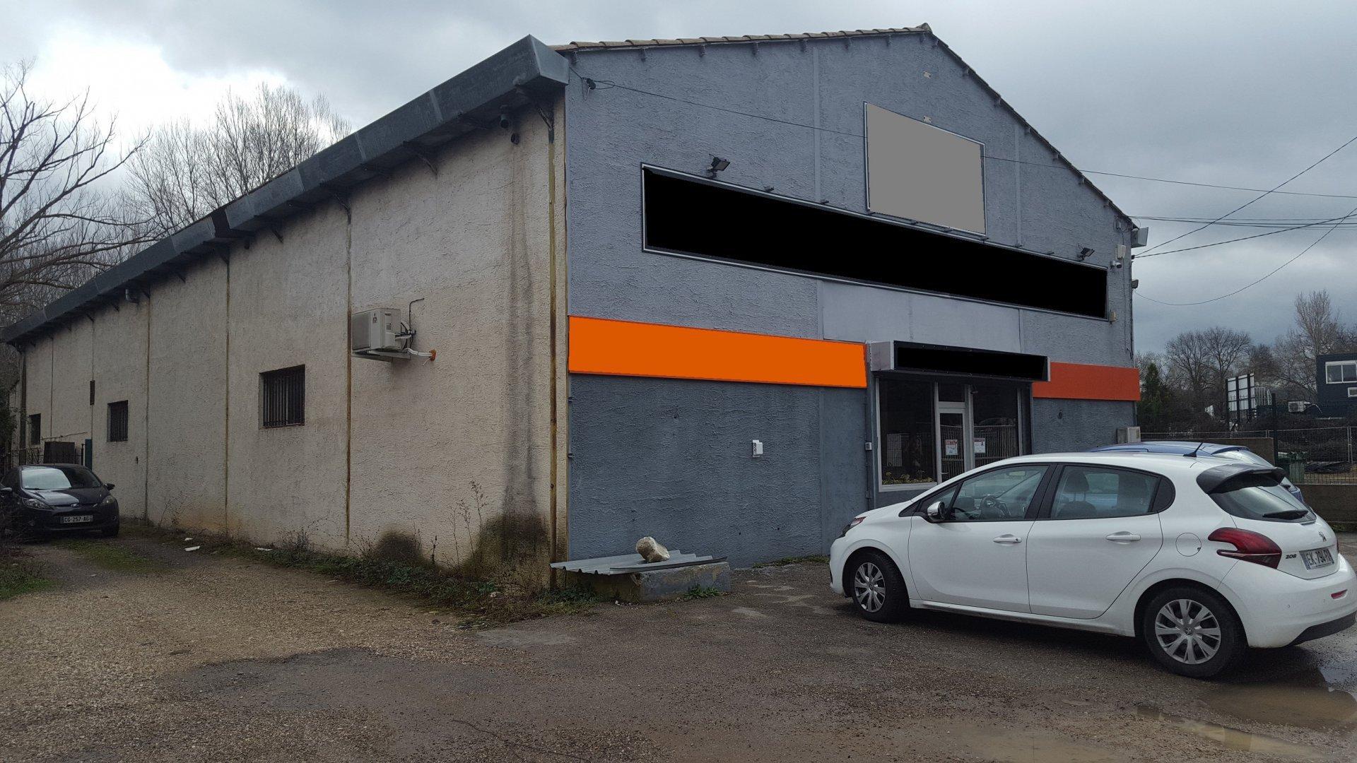 Hangar 400 m² avec terrain de 2500 m²