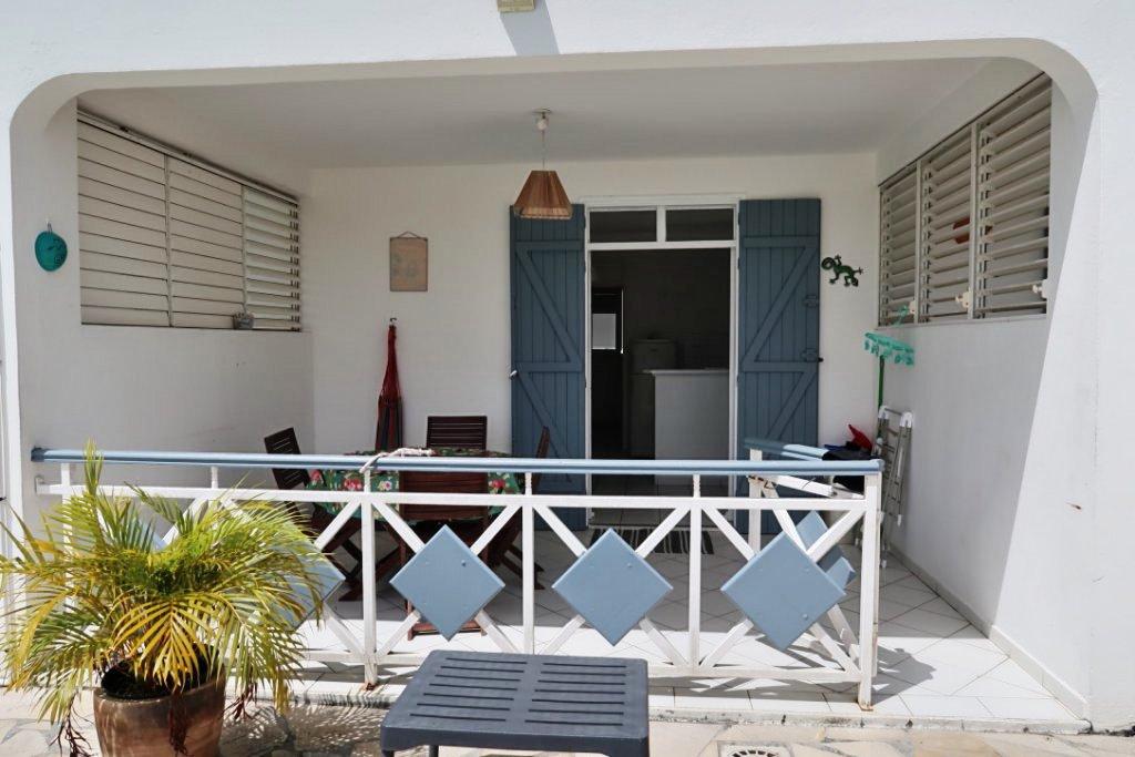 Terrasse T2 résidence touristique proche plage Sainte-Anne