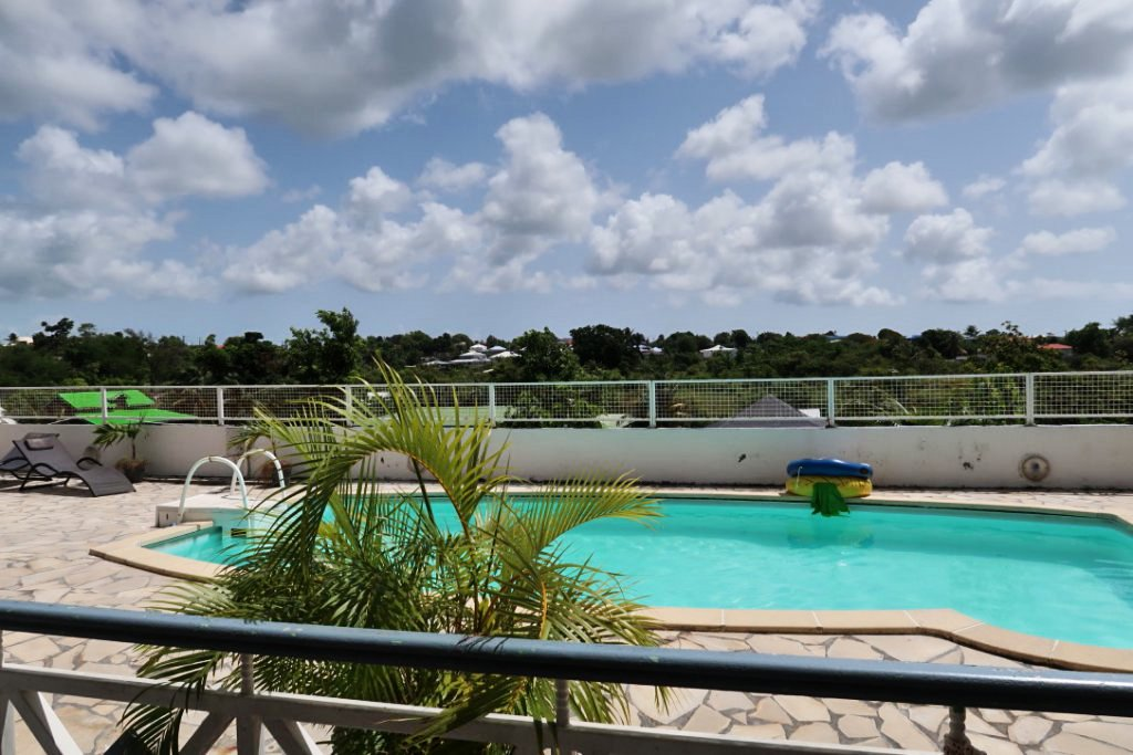 Gîte vue piscine et campagne proche plage Sainte-Anne