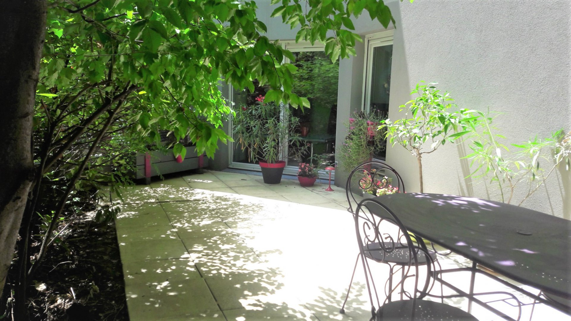 LYON 7 -  RDC T4 - 94 m² TERRASSE - GARAGE