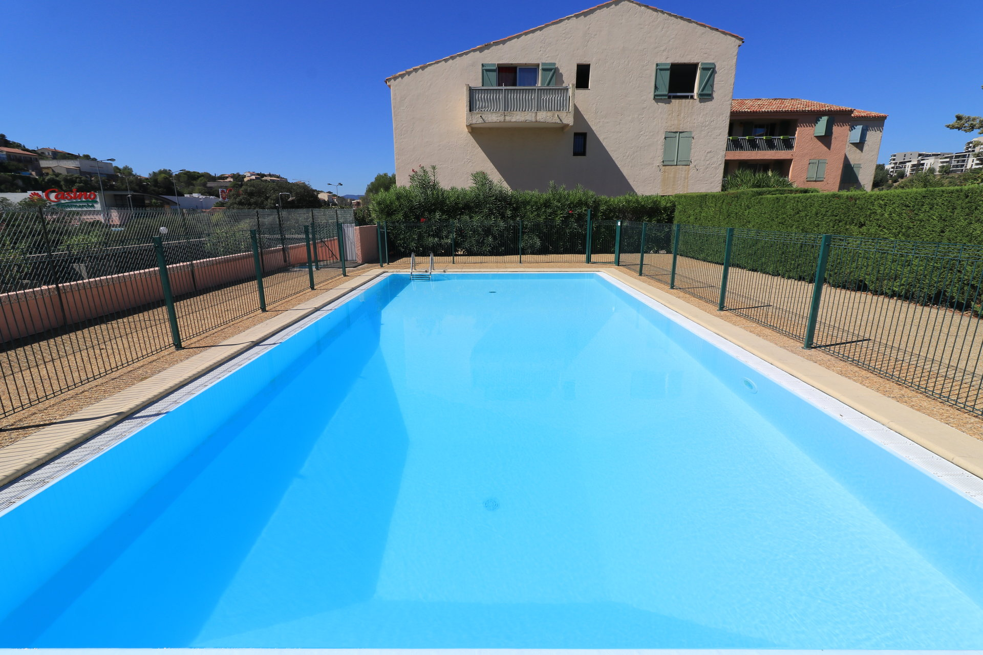 One bed apartment to renovate, close to shops, Le Peyron area in Saint Raphaël