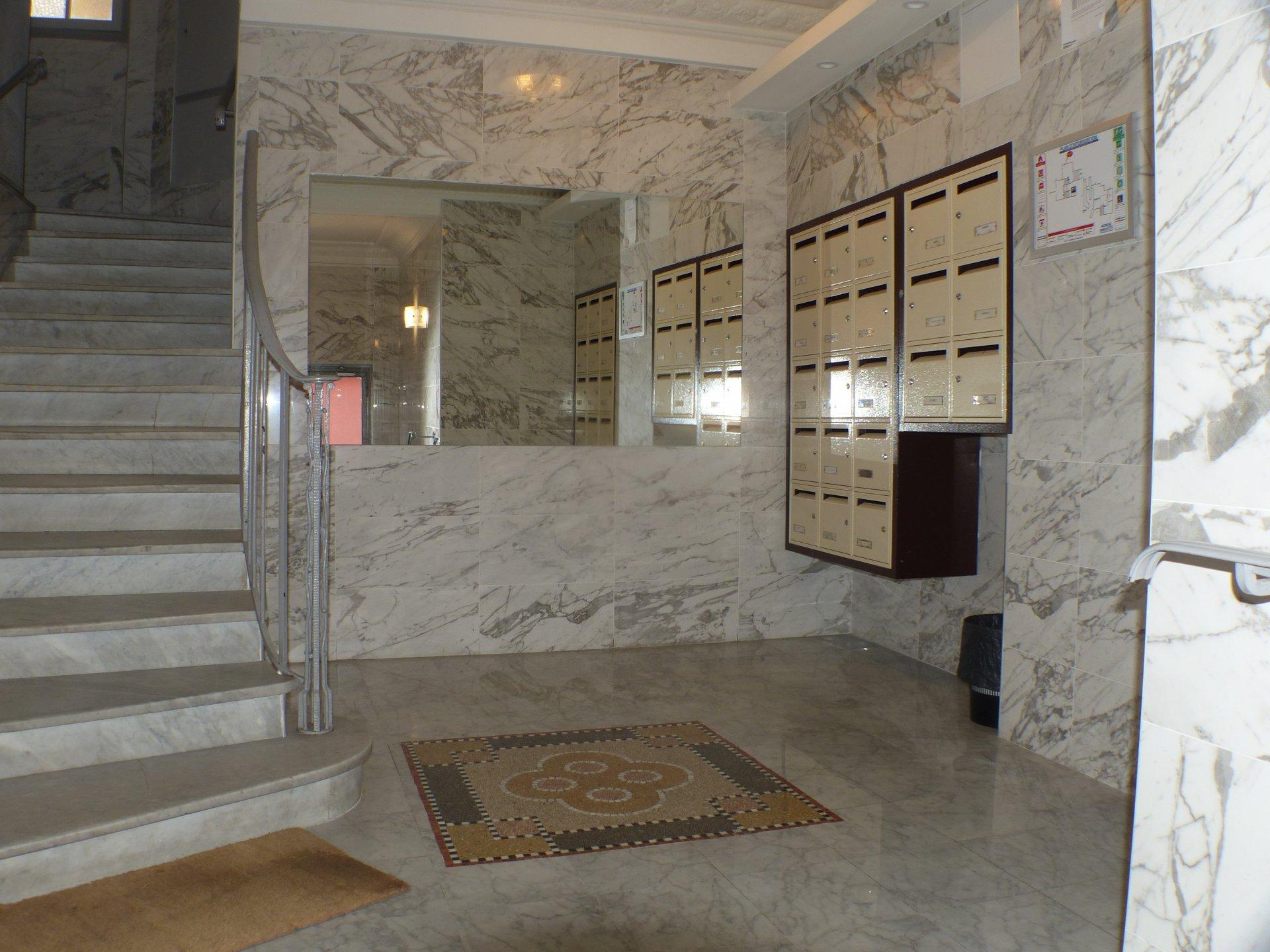 Beau 2 pièces dernier étage terrasse