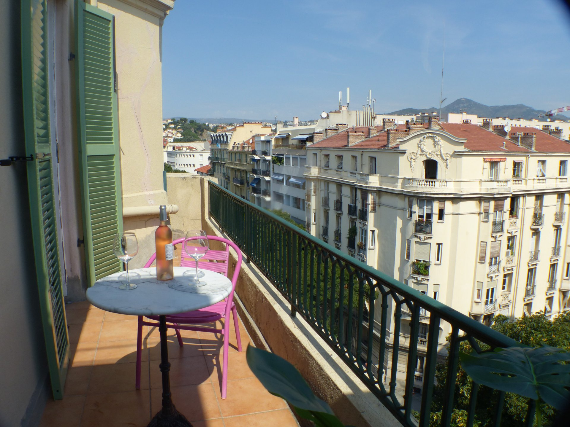 Lovely 2 roomson last floor with terrace