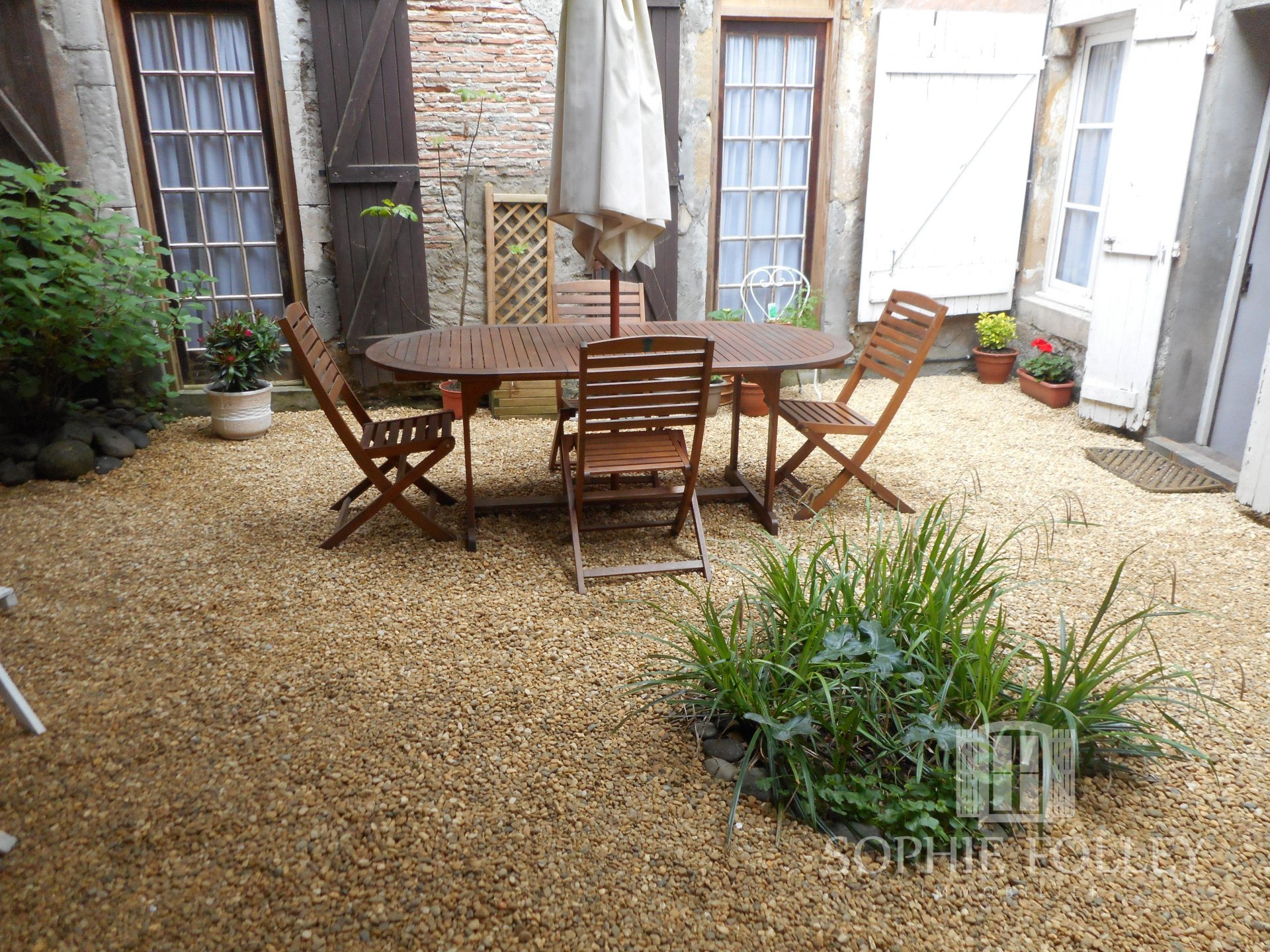 Beautiful town house with gîte and garden
