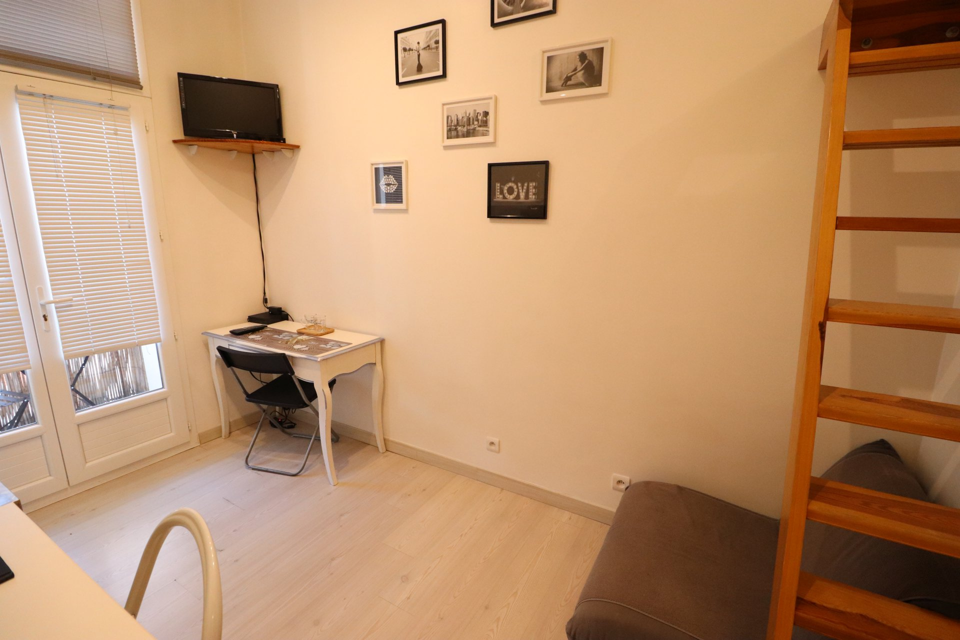 Studio meublé - Carabacel