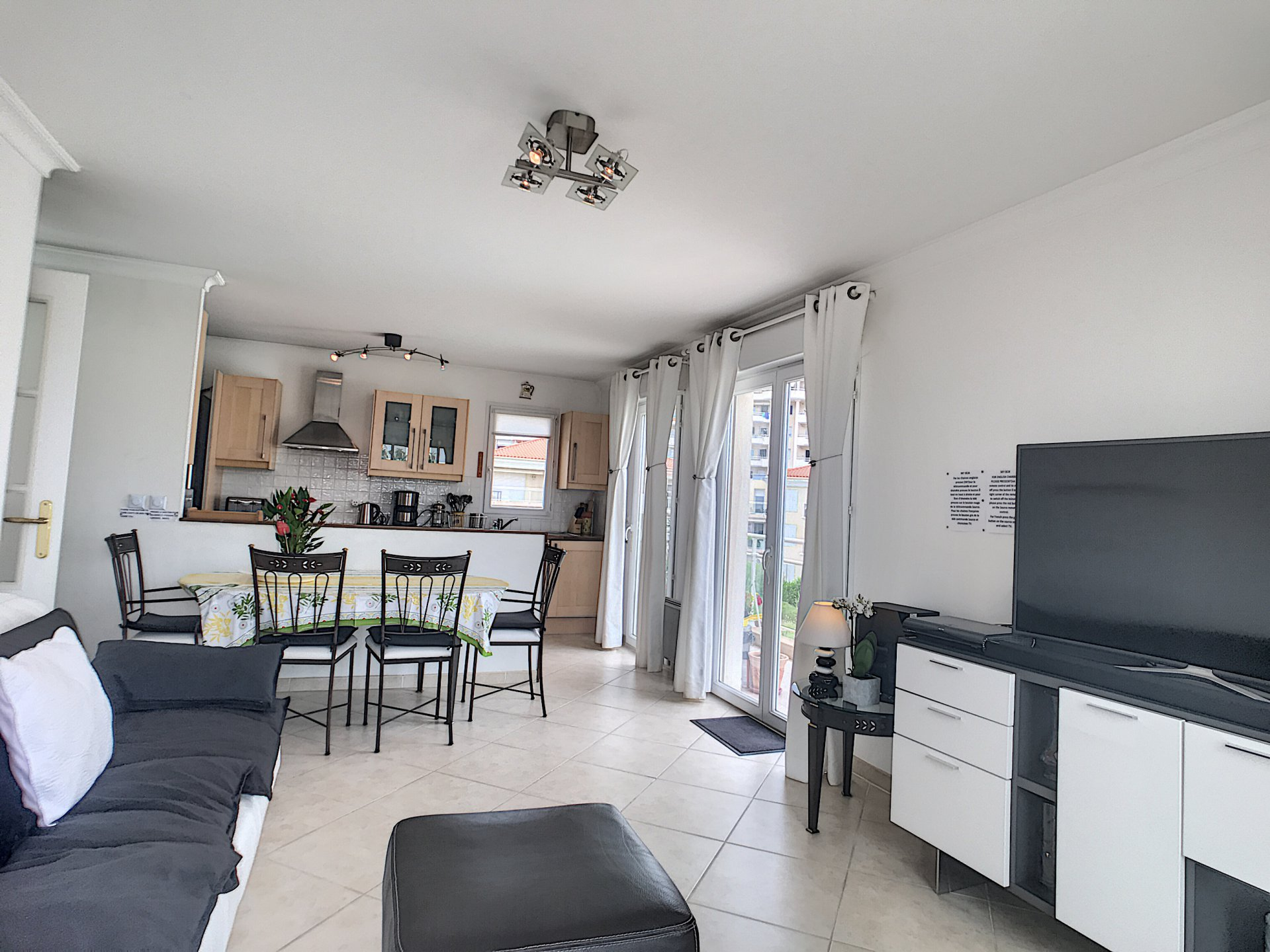 Nice 2-bed apartment, safe residence, pool, sea view, green area in Juan les Pins