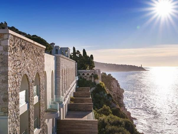 Nice - Cap de Nice - 2 level apartment in prestigious domaine