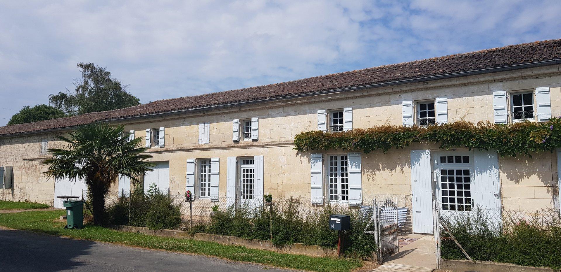 AUTHENTIQUE LONGERE CHARENTAISE - Estuaire de la Gironde