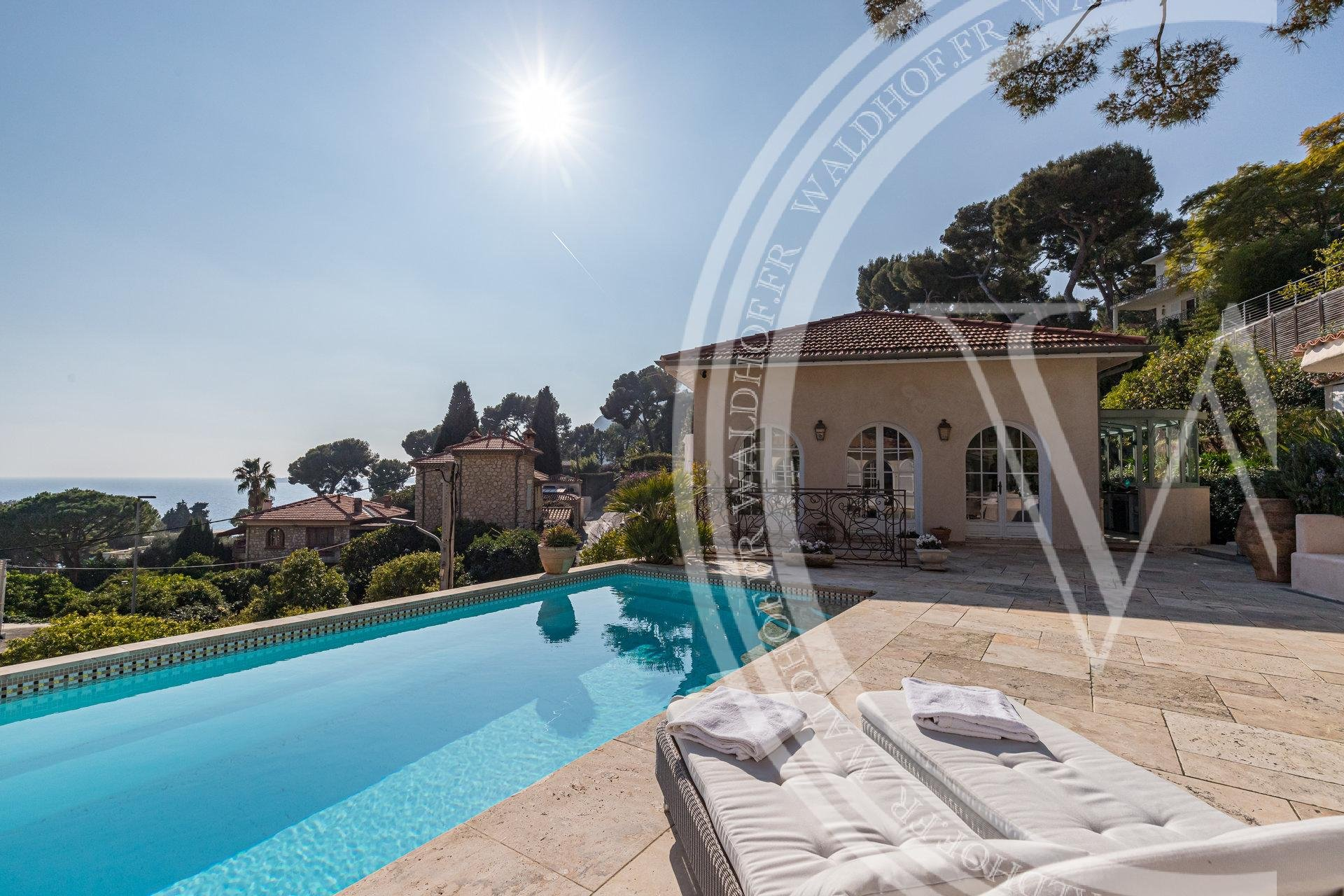 Romantic Provencal villa 5 minutes walk from the beaches