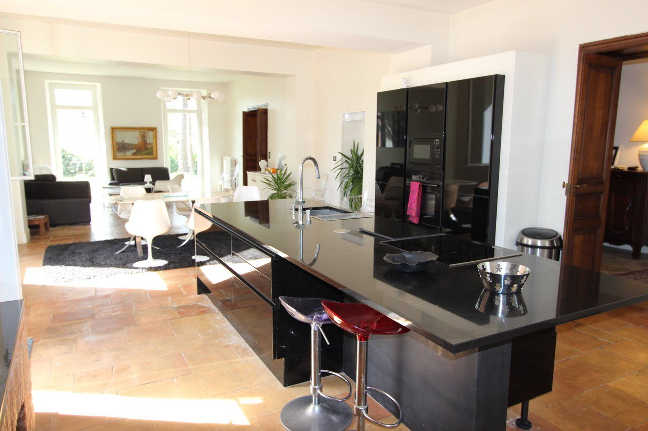 Kitchen island, kitchen bar