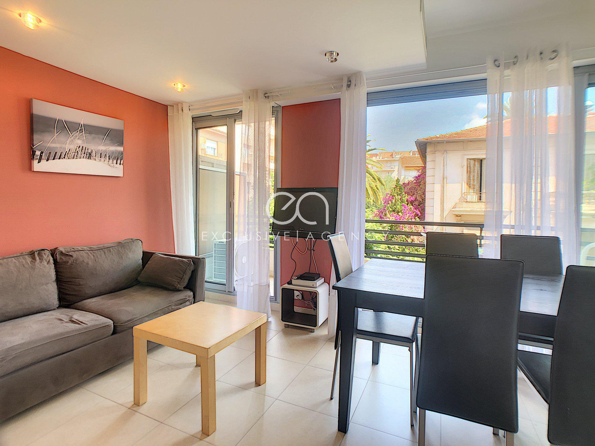 For sale in Cannes Center  32sqm studio with terrace