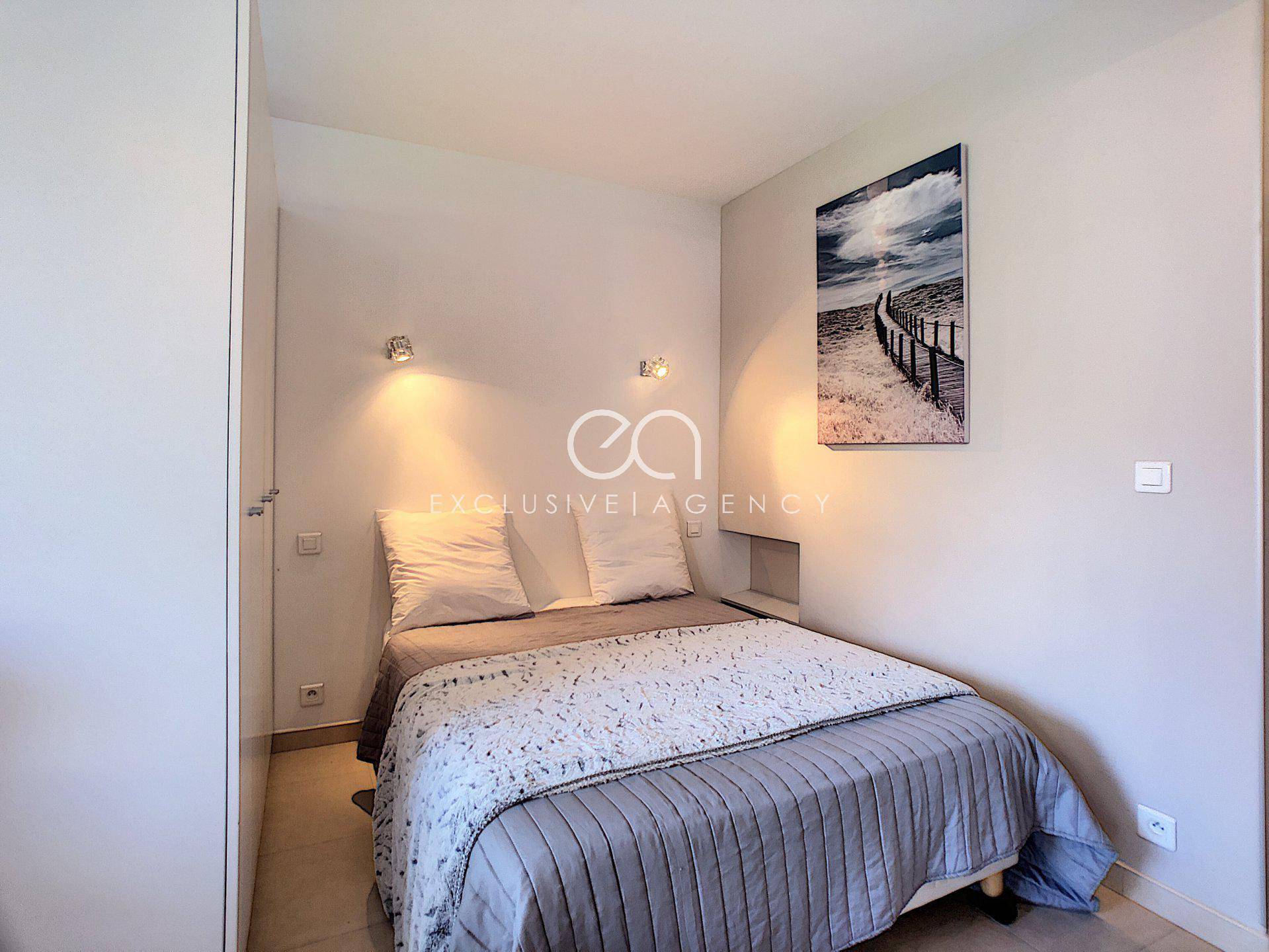 SOLE AGENT For sale in Cannes Center Croisette 32sqm studio with terrace.