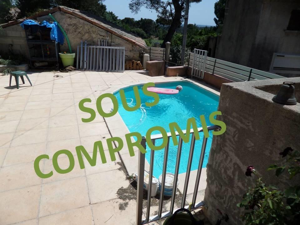 LAMBESC- Maison de 75 m², piscine et cour de 40 m².
