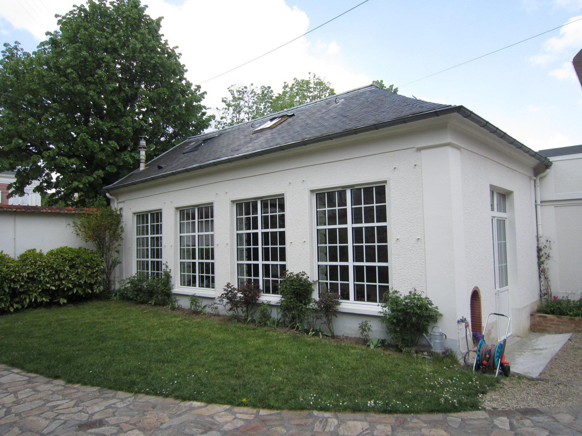Chatou centre, maison ancienne avec dépendance.