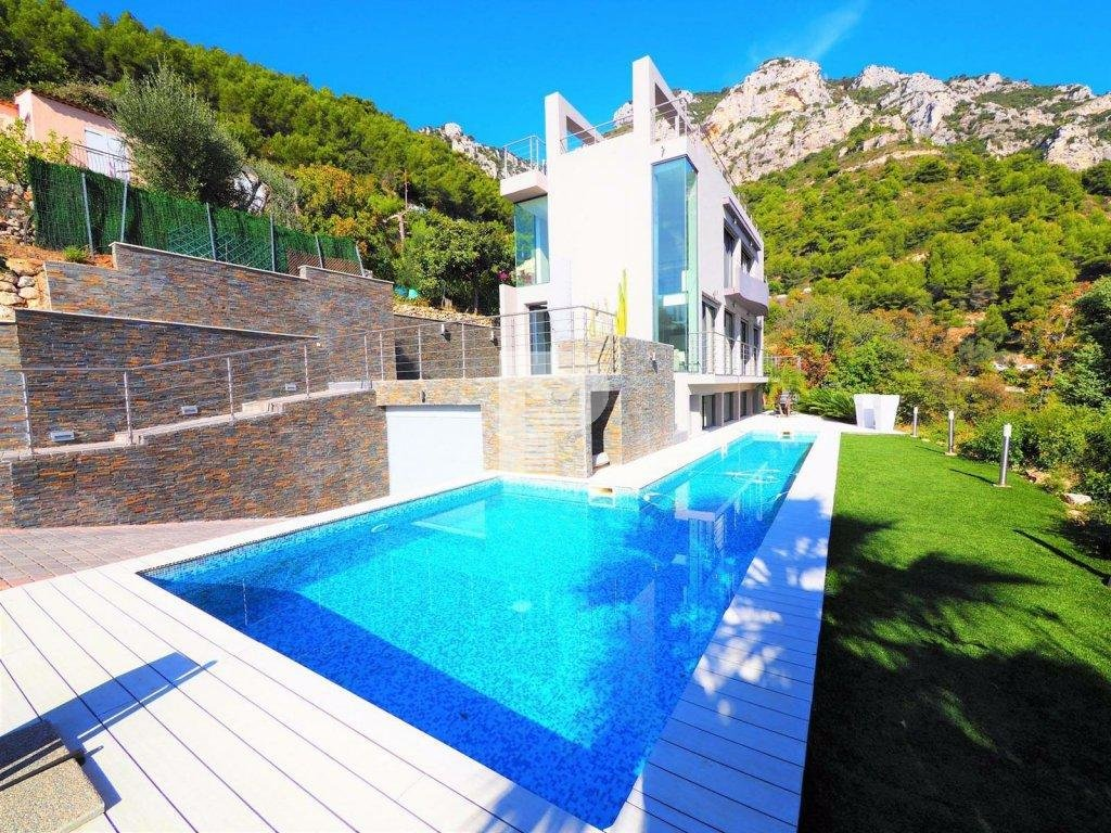 A VERY MODERN LUXURY VILLA sale