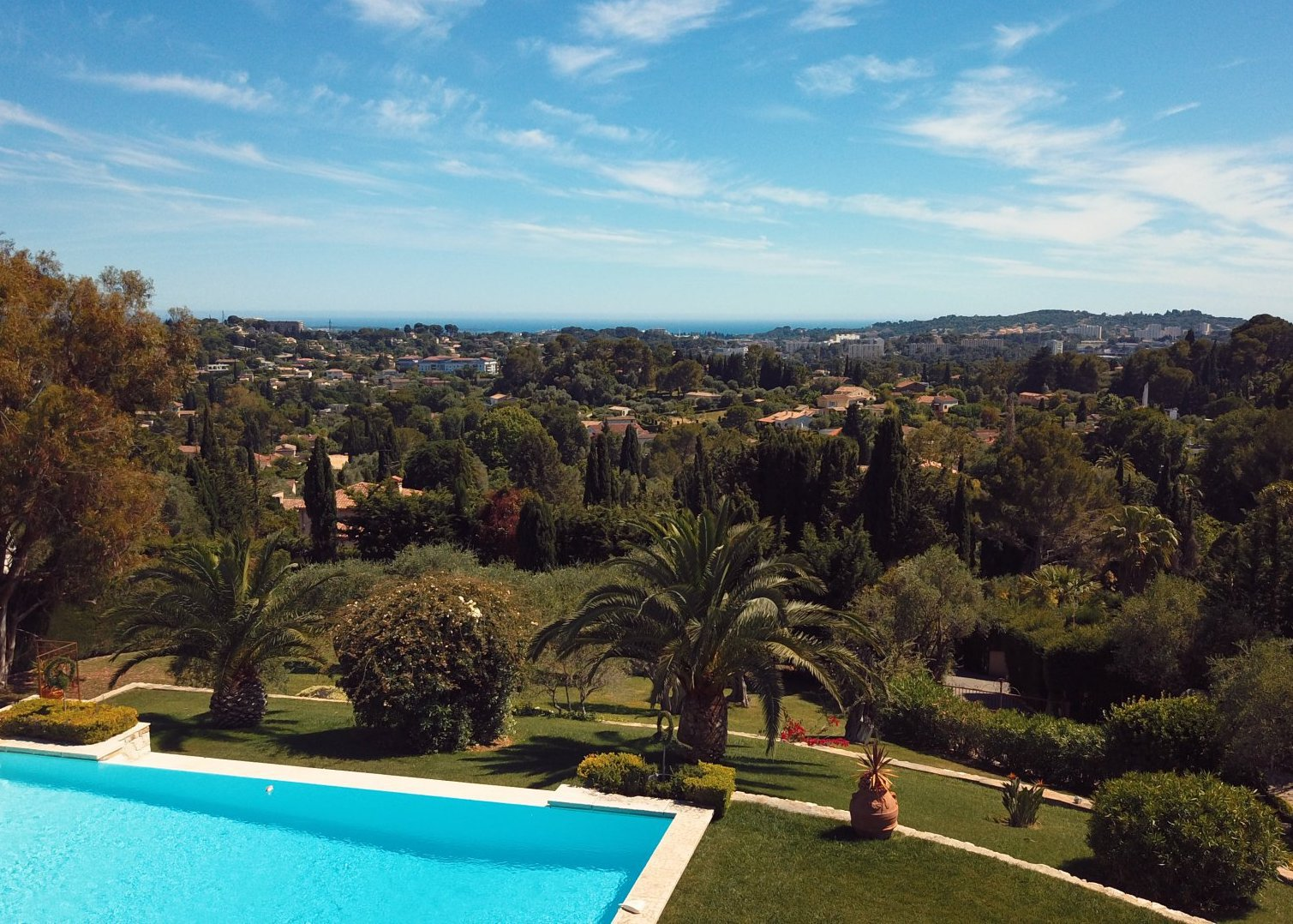 Villa with Sea View and Tennis Court by the Old Village of Mougins