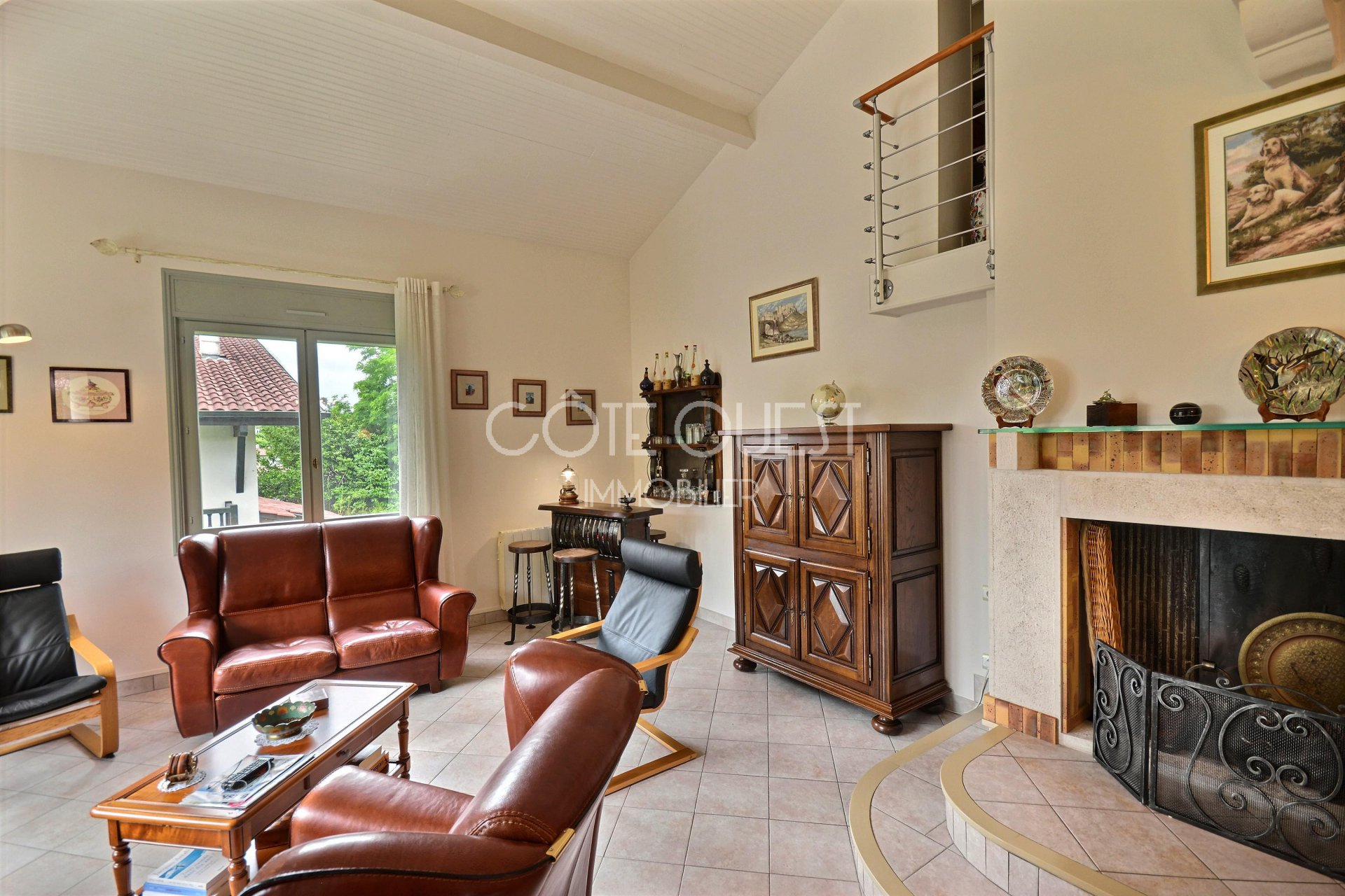 SAINT-JEAN-DE-LUZ. A NEAR 190 SQM VILLA WITH A GARDEN