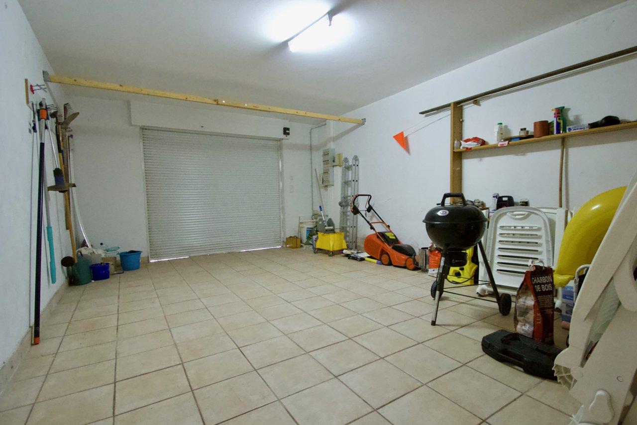 Saint Raphaël - Villa de 6 pièces bien située avec garage et piscine
