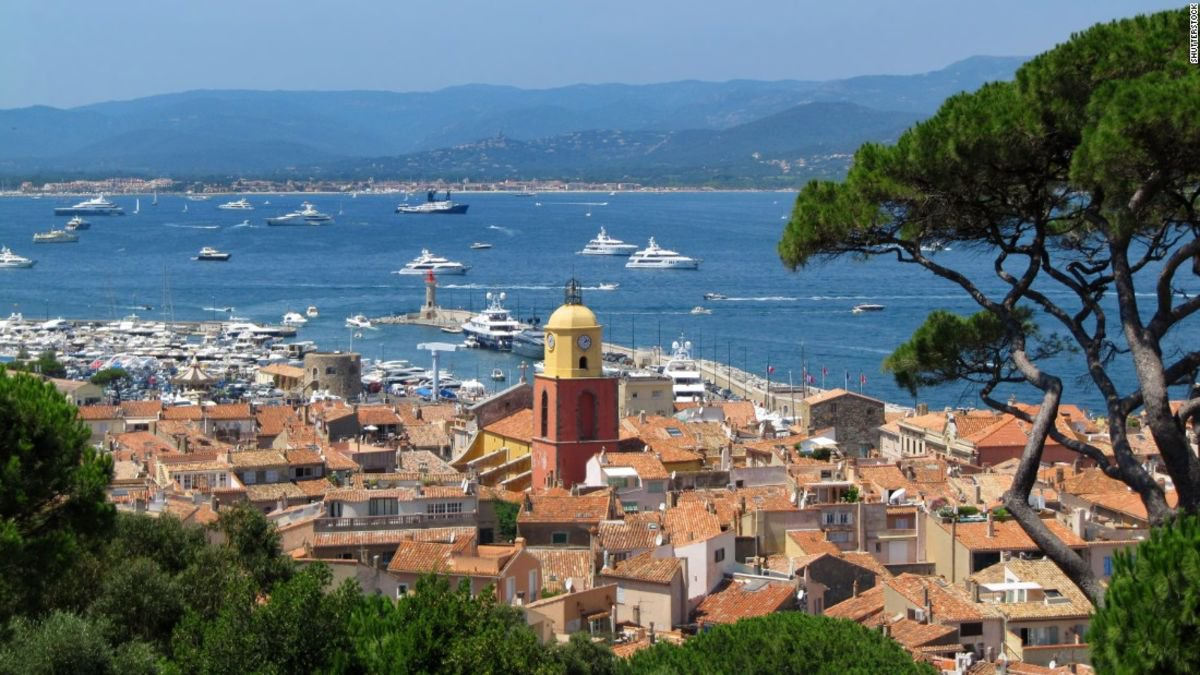 COMMERCE SAINT TROPEZ VILLAGE