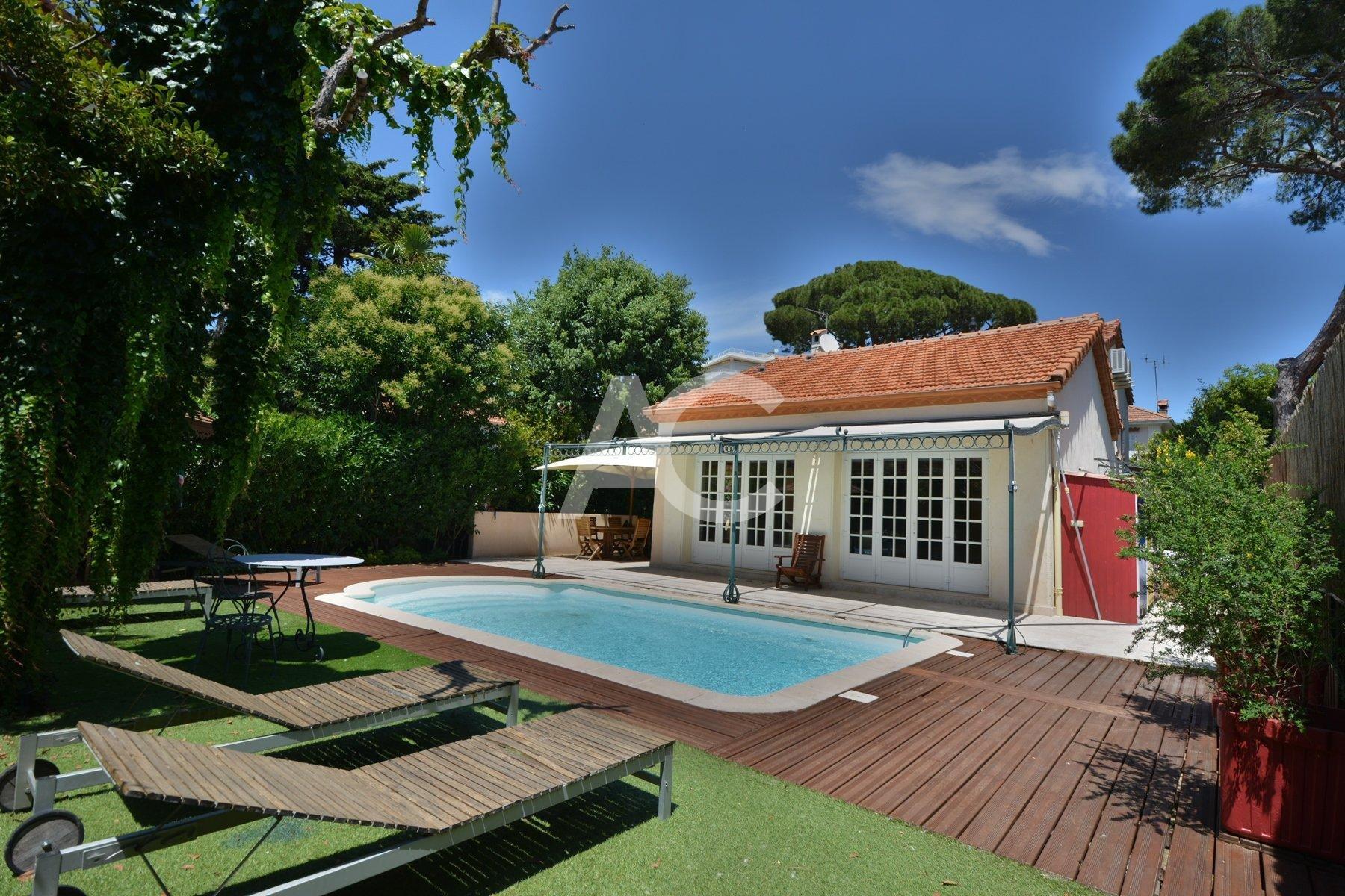 JUAN LES PINS - Villa with swimming pool