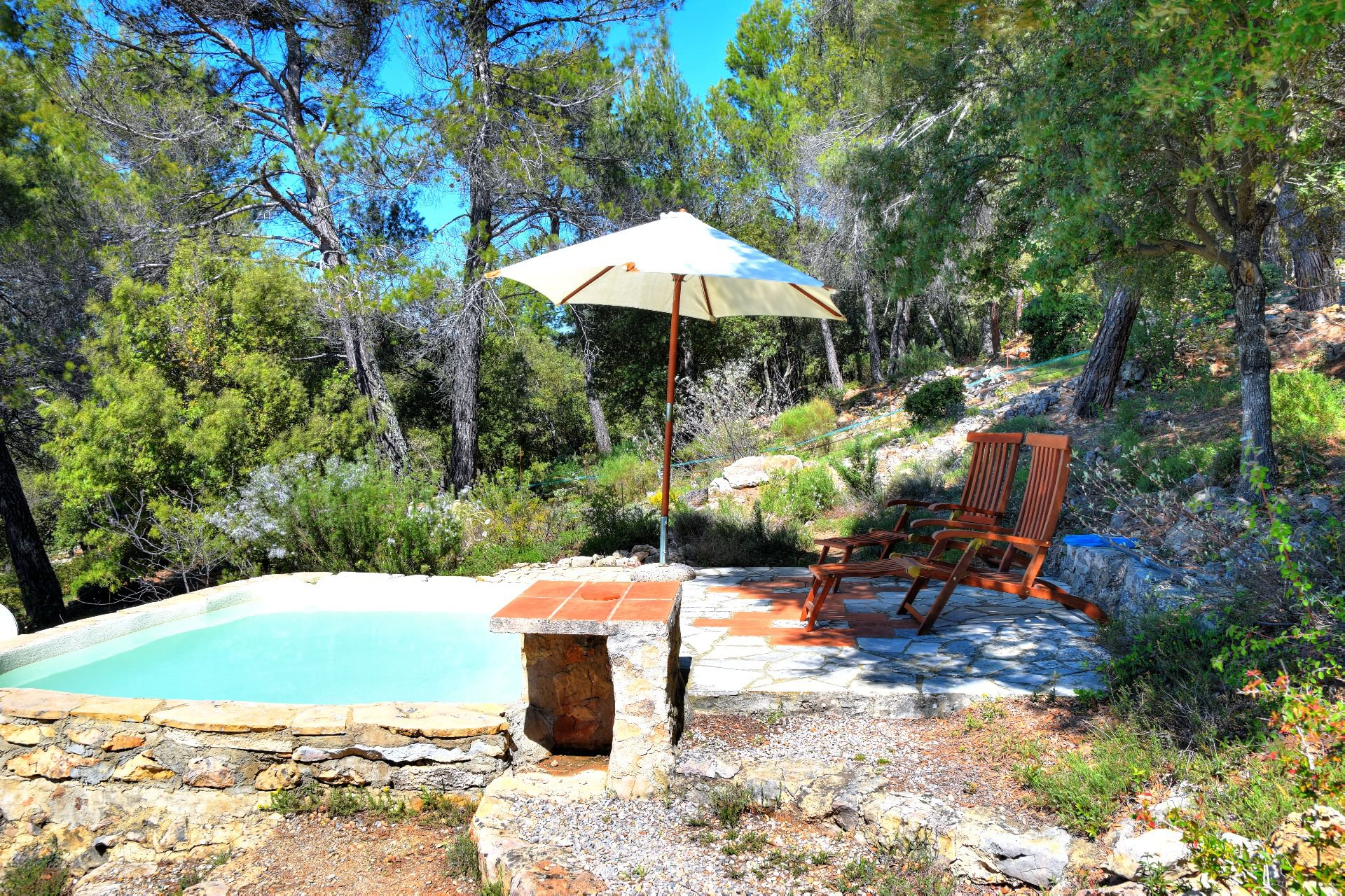 Stone villa on 3 ha Aups Provence