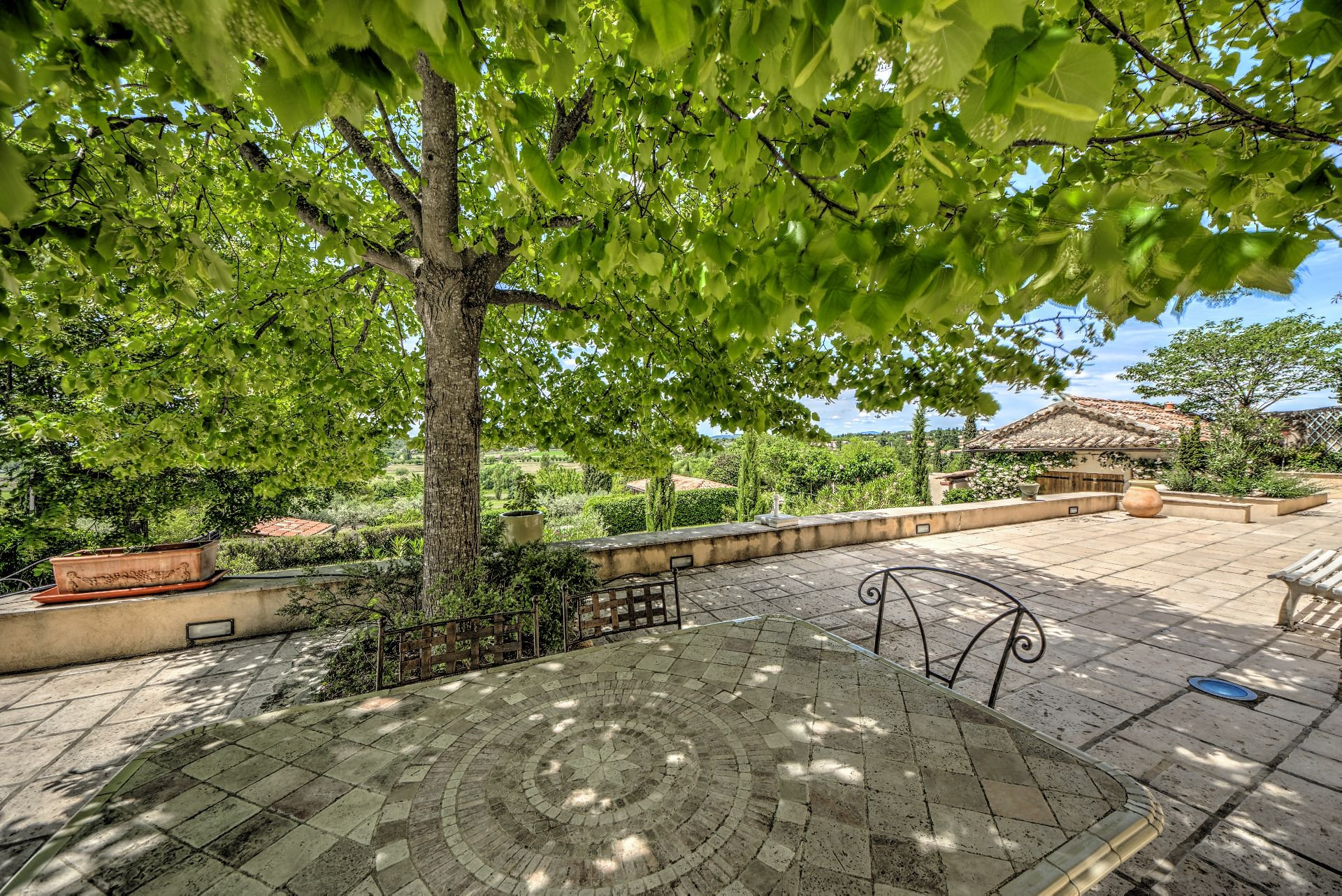 Terrace of the newly renovated house 5 bedrooms, 318 m², Aups, Var, Provence, Verdon