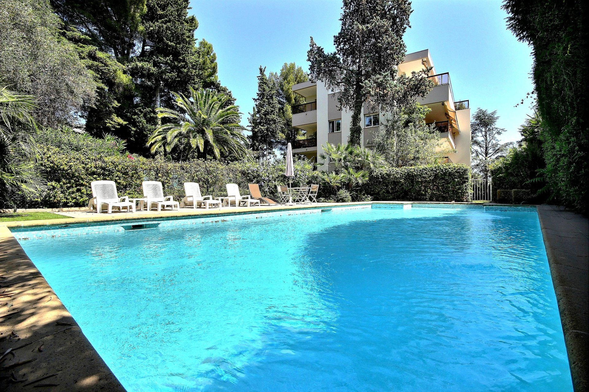 Property for sale in Cannes Californie with swimming pool
