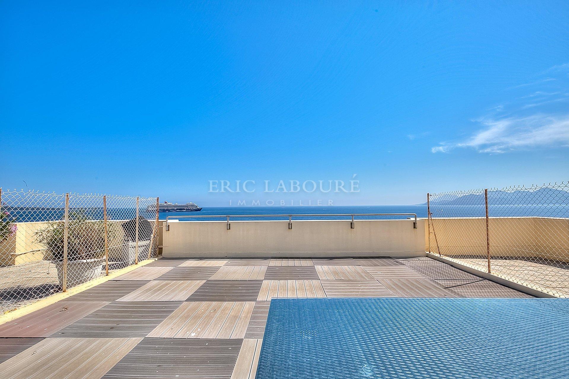 Cannes 3 pièces face mer dernier étage Proche Palais