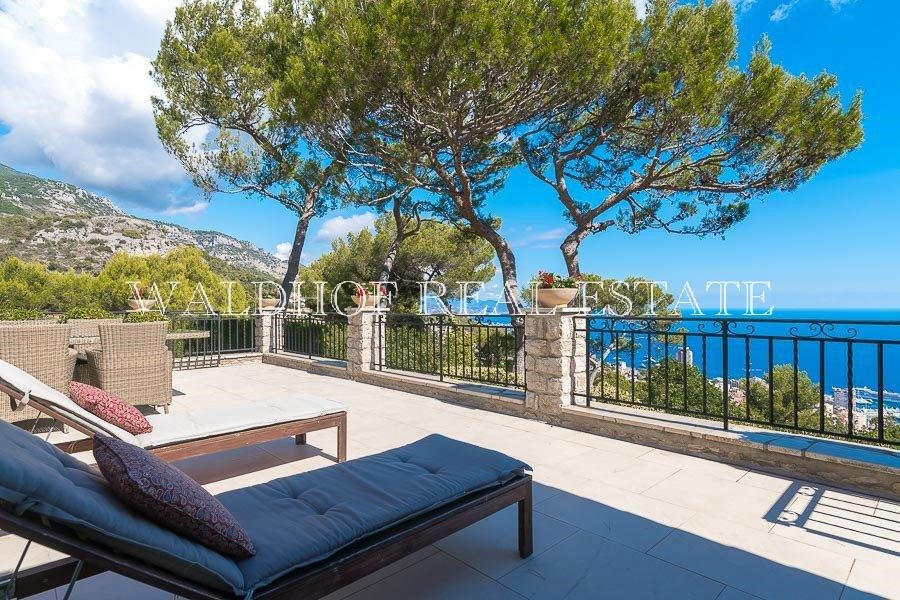 Charming property 7 minutes from Monaco with large garden