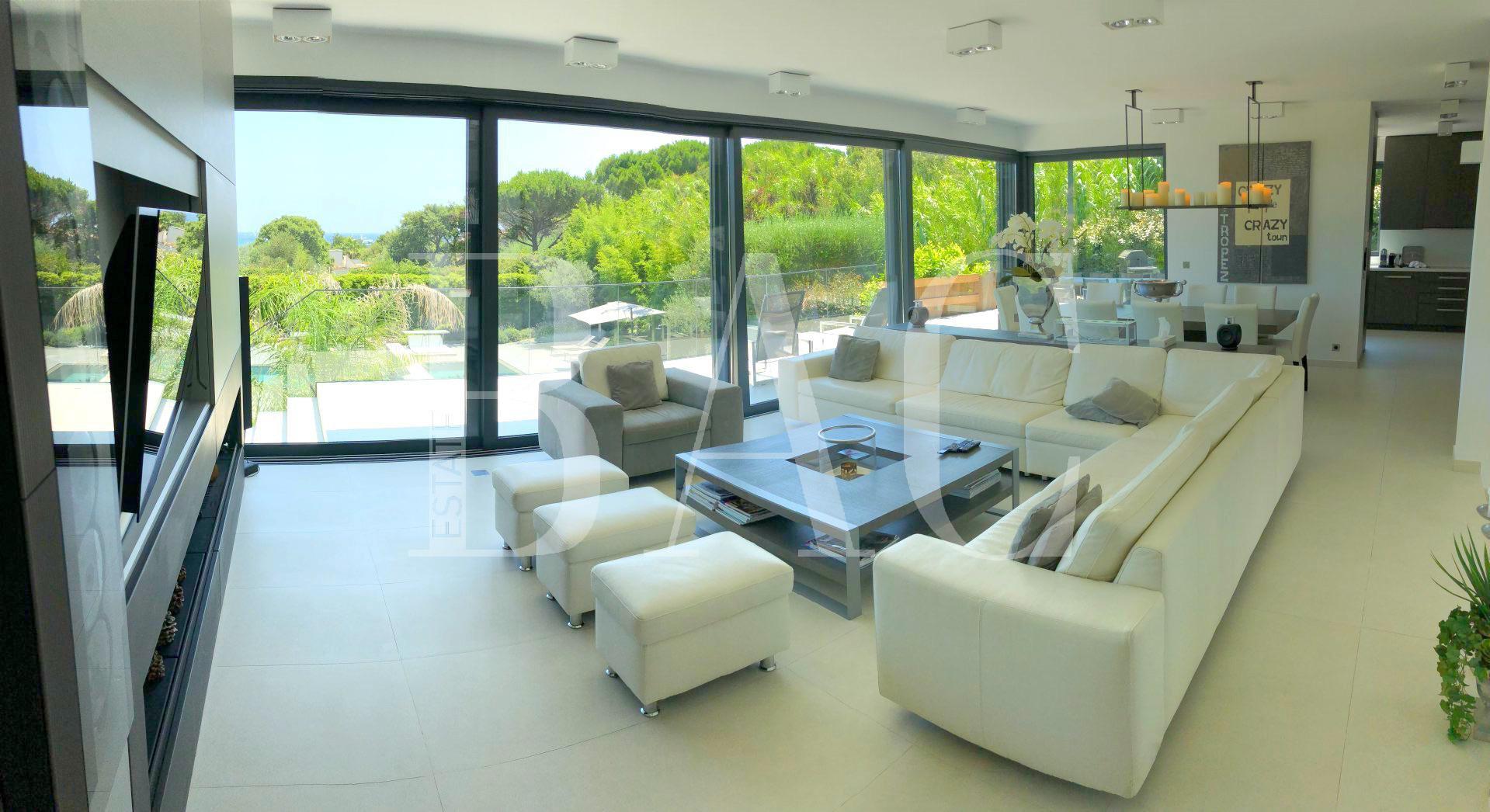 Ramatuelle, villa contemporaine avec jolie vue mer à 200 mètres de la célèbre plage de Pampelonne et ses fameux restaurants