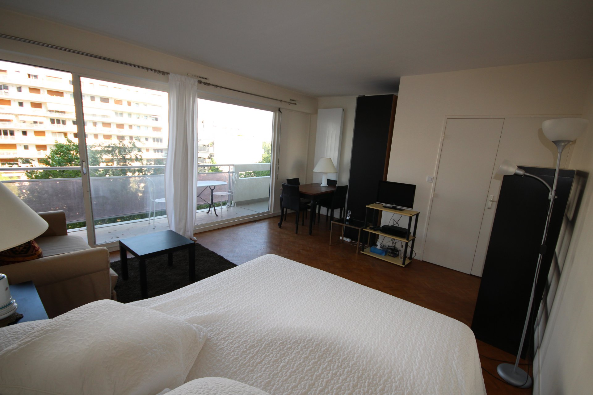 Grand  studio meublé 34,17 m2  - Parnassium. Paris 15.