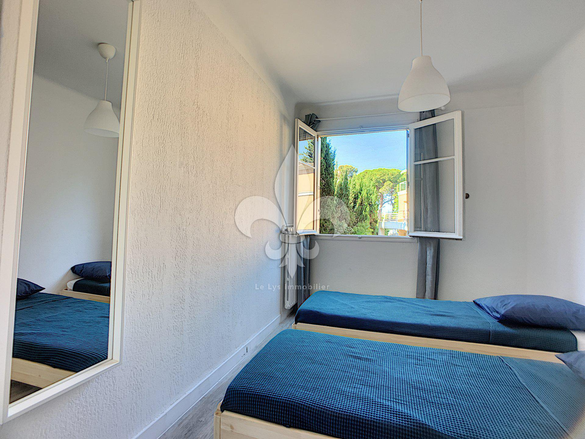 Cannes - Oxford / Les Coteaux: Bright 4 rooms with exterior