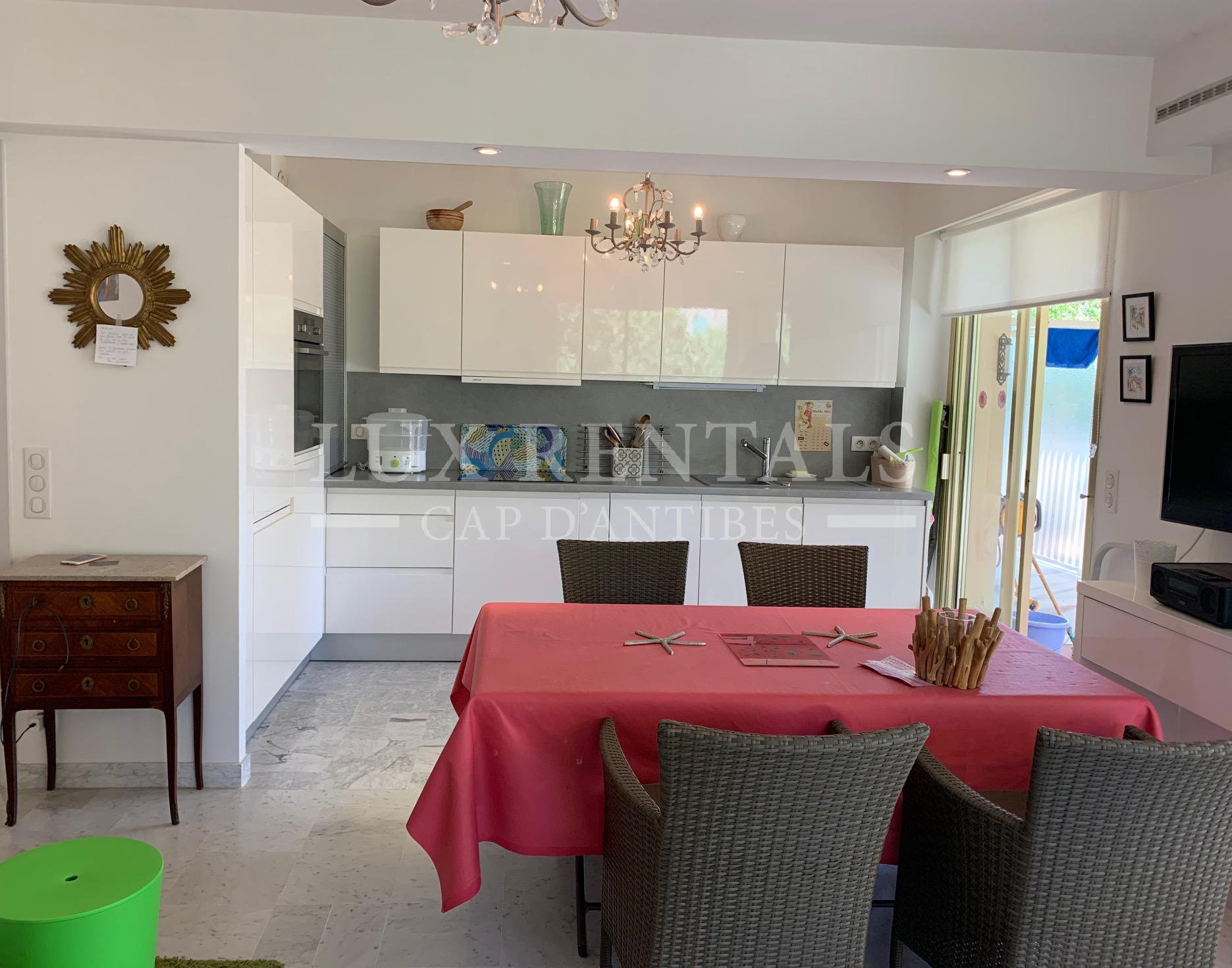 Seasonal rental Apartment - Antibes Cap-d'Antibes