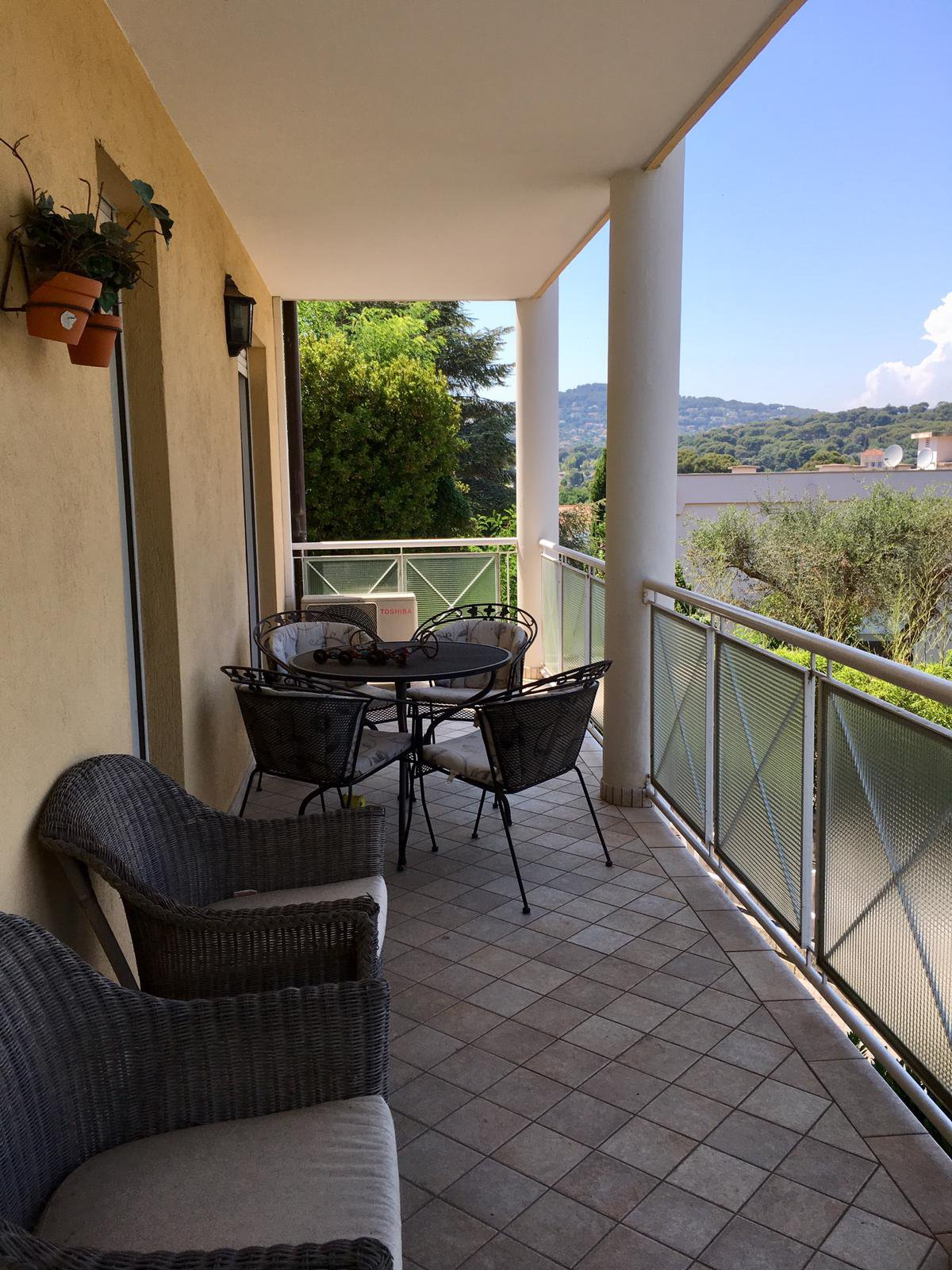 Apartment Juan les Pins close to sea and shops