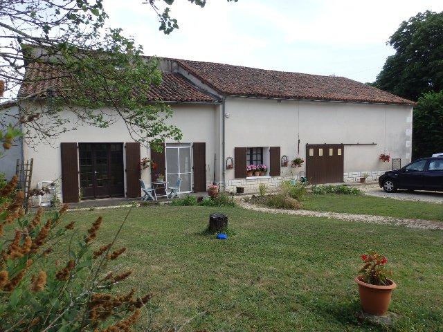 Zeer Mooi huis en Gîte in de buurt van Romagne in de Vienne.