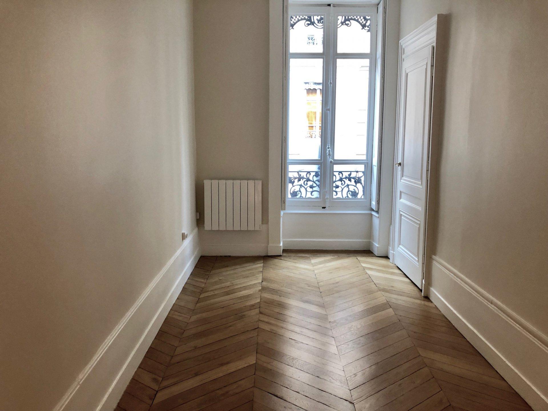Loué par notre agence -T4 BOURGEOIS Rénové rue Molière