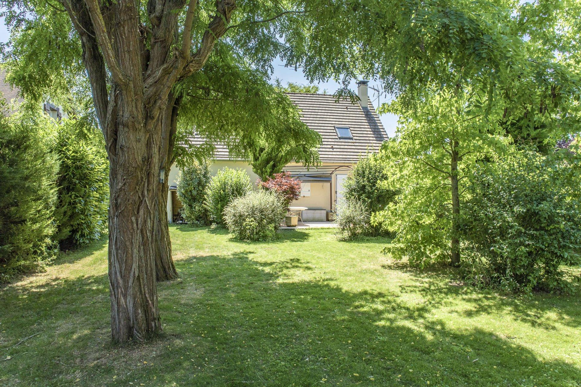 Maison de 2004 - 4/5 chambres - beau jardin