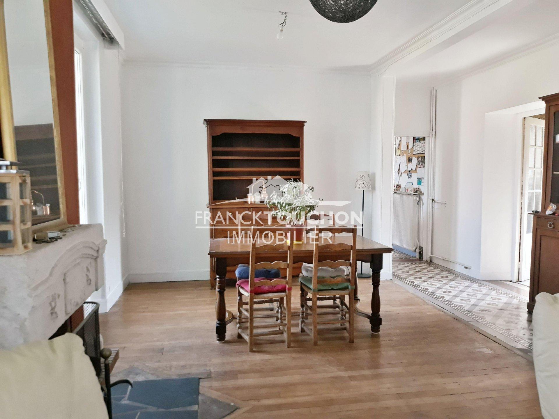 Superbe meulière centre ville de DORDIVES (45) 5 chambres - parc de 2423 m² - dépendances