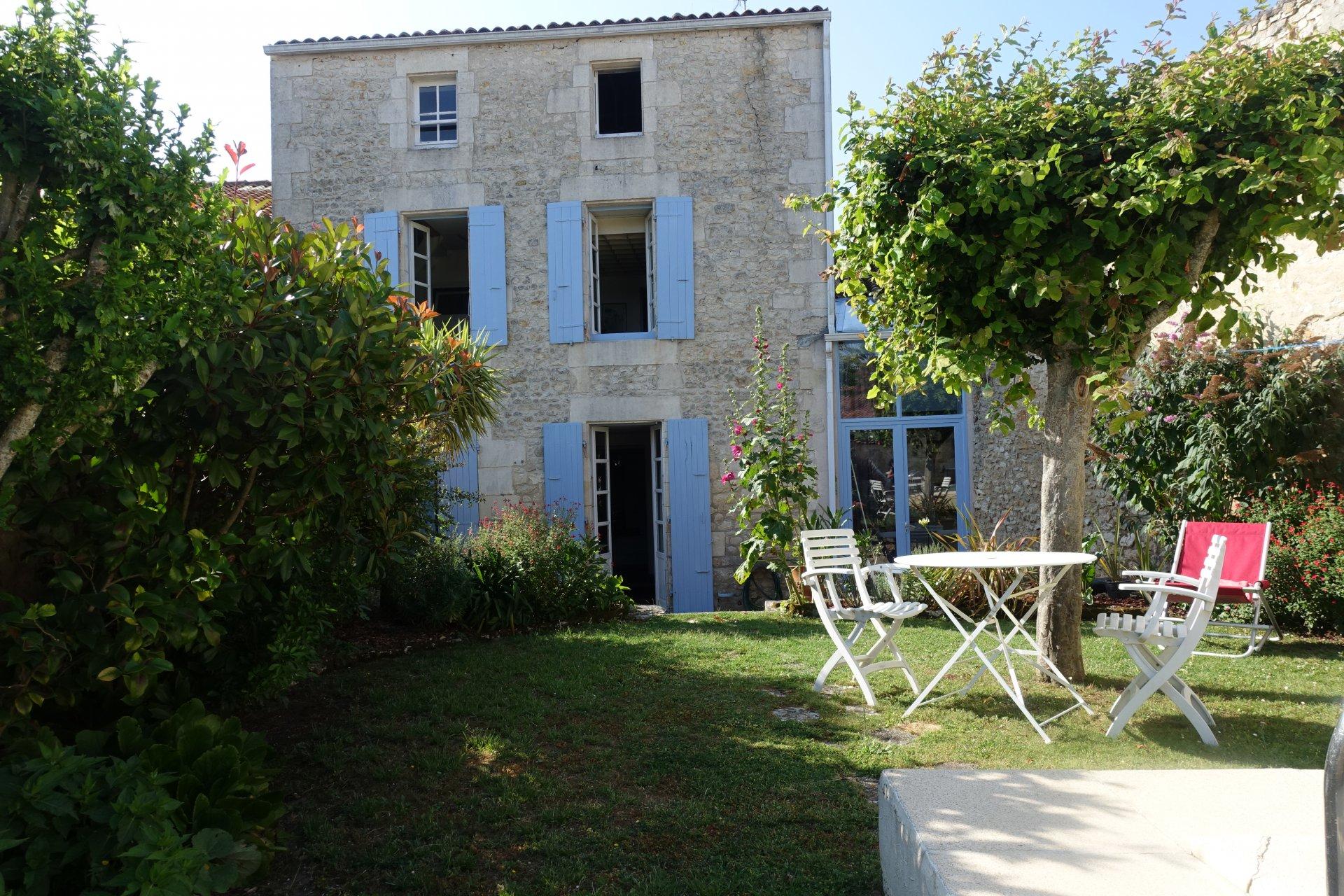 Sale House - Pont-l'Abbé-d'Arnoult