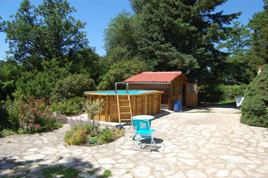 DORDOGNE - Nice single storey house with pool and garage on  2.546 m2