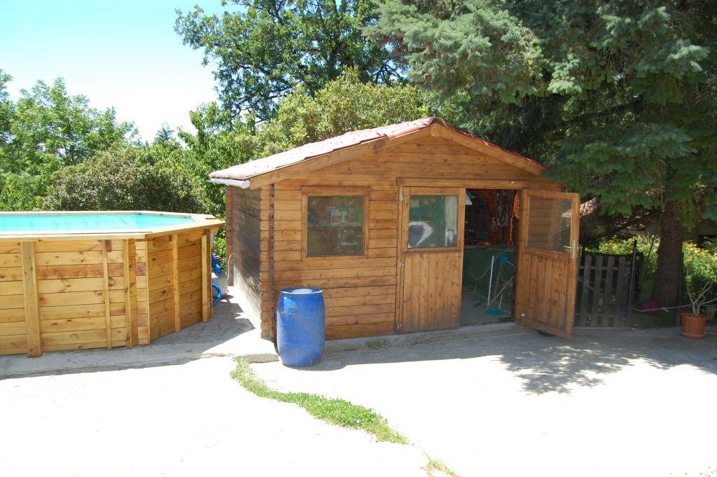 DORDOGNE - Jolie maison de plain pied avec piscine et garage sur 2.546 m2