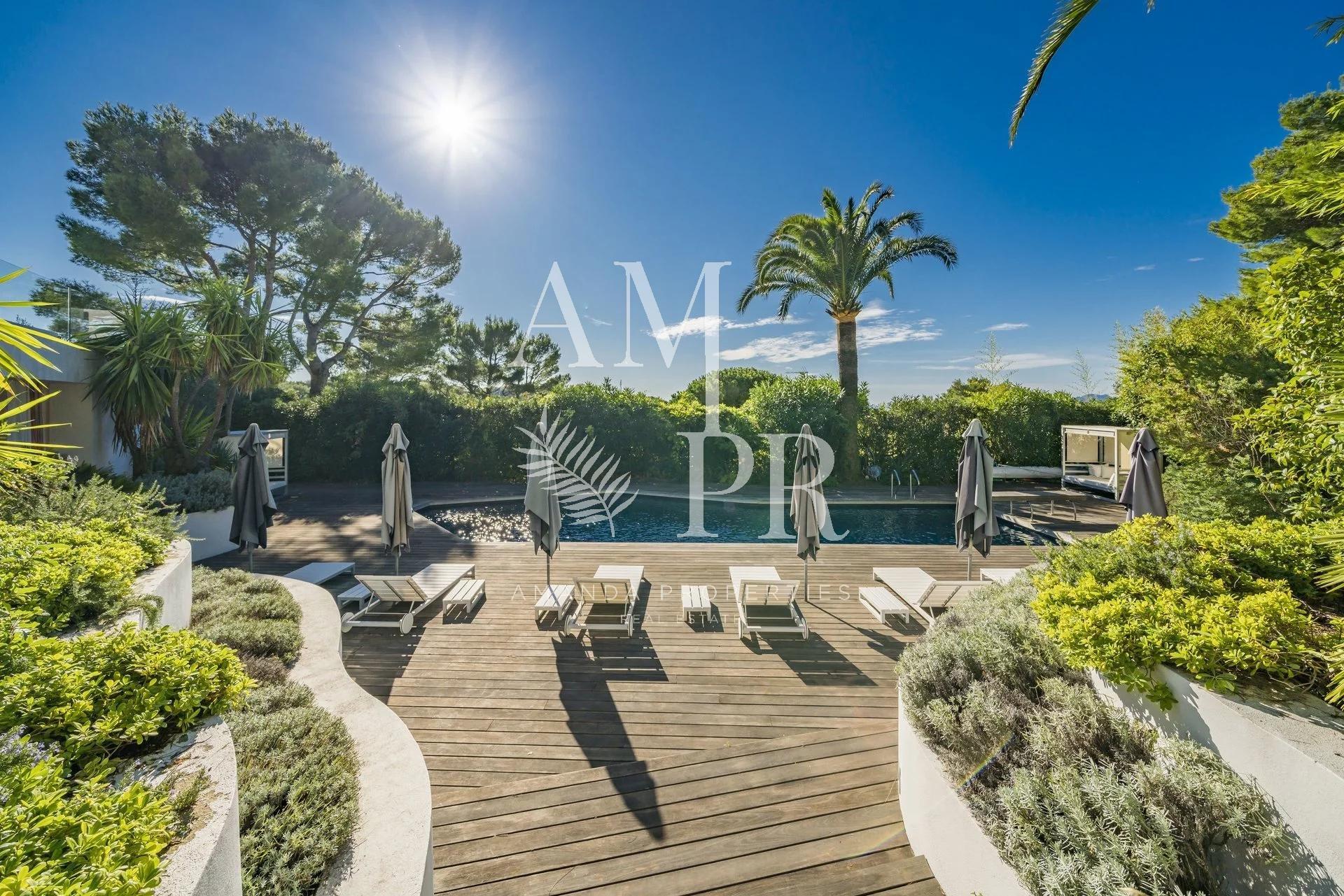 Propriété - Vue Mer  -  Hauteurs de Cannes