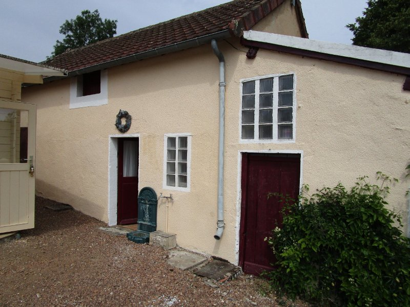 Charming house with gîte and land for sale in Burgundy