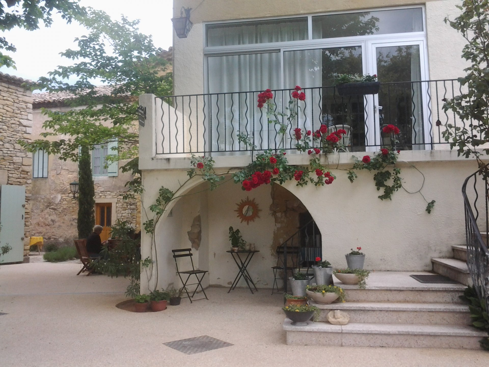 House, appartments, conference room, B&B on the Rhône, Gard