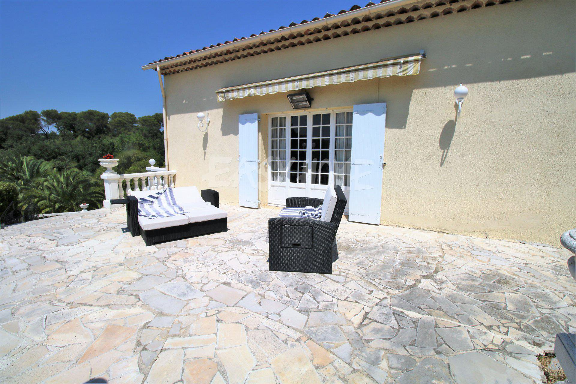 Purchase/Sale Bastide Mougins with view on the old village