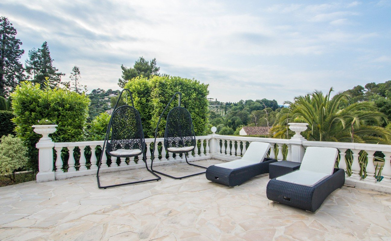 Purchase/ sale Bastide Mougins with view on the old village