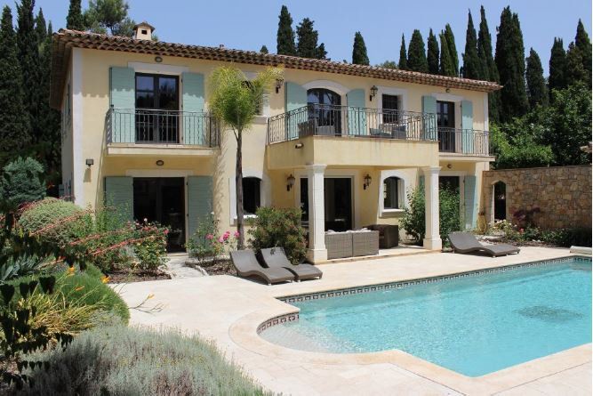 BEAUTIFUL NEO PROVENCAL VILLA IN A DOMAIN