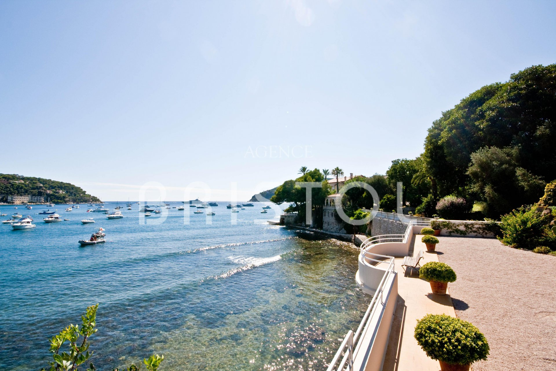 Waterfront top floor apartment  close to the Cap Ferrat